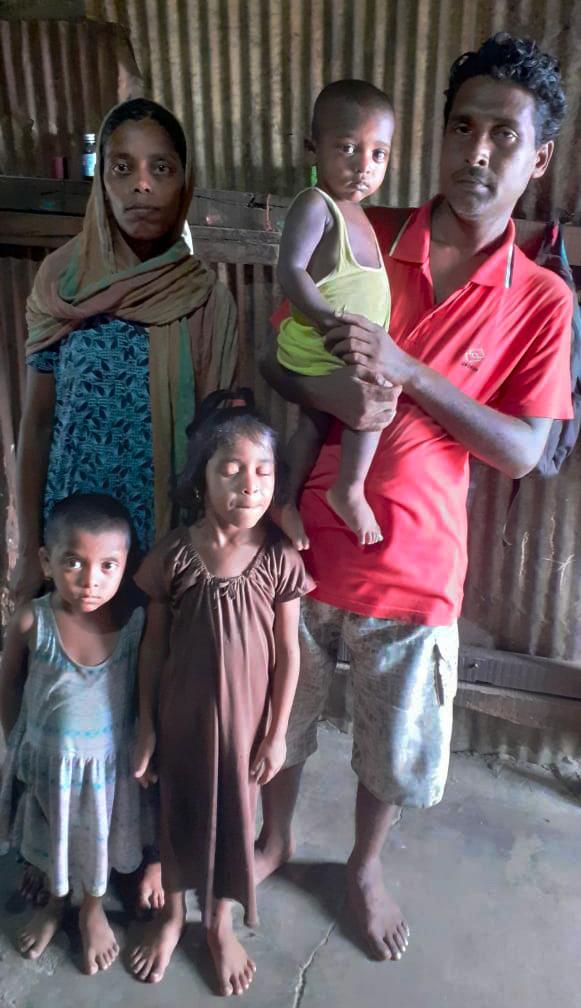 Family of Mehek sheikh in the slum of Cheda Nagar, Mumbai