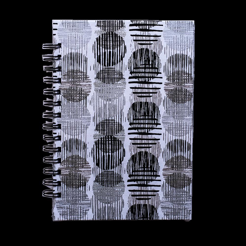 Cuaderno artesanal con espiral negro y blanco
